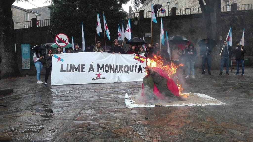 galiza nova quemando muñeco Rey