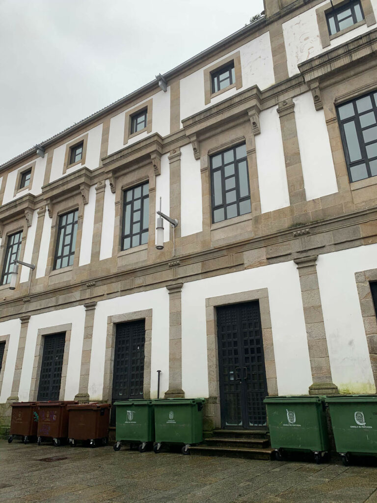 Contenedores en el casco antiguo de Pontevedra
