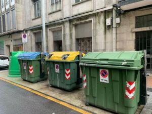Contenedores en la calle Pontevedra