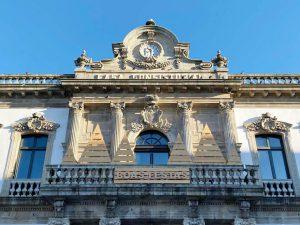 Concello de Pontevedra sin la bandera de España