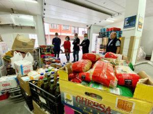 PP de Ppontevedra entrega alimentos al banco de alimentos